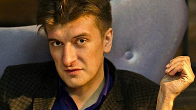 MOARTE MISTERIOASĂ într-un oraș din Rusia. Un jurnalist de investigaţii a murit după ce a căzut de la balconul apartamentului său