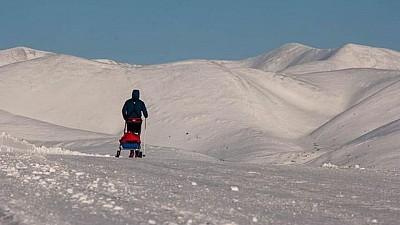 Dumitru Voloșin, primul moldovean care a alergat Maratonul de la Polul Nord. Sportivul a parcurs peste 42 de kilometri fără echipament de protecţie împotriva frigului