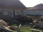 ACCIDENT SPECTACULOS la Hânceşti. Un bărbat a zburat cu mașina și s-a răsturnat într-o curte