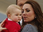 Imaginea zilei: Kate Middleton, soţia prinţului William, a născut un băieţel