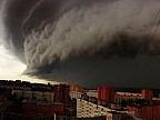 Furtună puternică în orașul Moscova. Un copil a murit, alţi 12 oameni sunt internaţi
