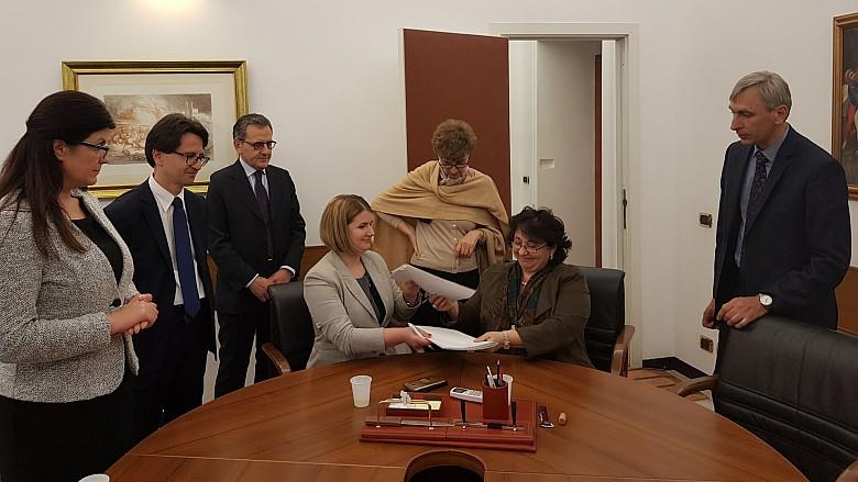 Moldovenii care muncesc legal în Italia vor putea primi pensii. Cum vor putea beneficia oamenii de bani