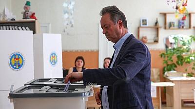 Rată scăzută de participare la alegerile locale din Capitală. La urnele de vot s-au prezentat doar 35,5% dintre alegători