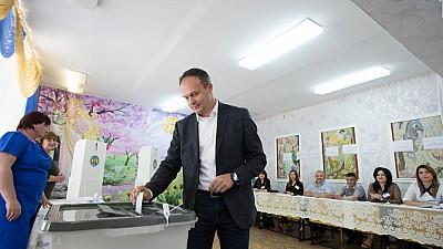 Alegeri locale 2018: Andrian Candu şi Pavel Filip şi-au exercitat dreptul la vot