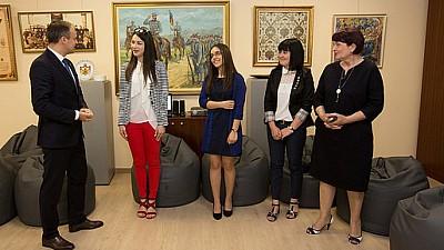 Patru studenţi ai Universității de Stat Alecu Russo din Bălți, apreciați cu burse de merit din partea președintelui Parlamentului, Andrian Candu