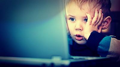 Autorităţile, tot mai interesate de siguranţa copiilor în mediul online. Care sunt noile reguli pentru companiile care prestează servicii de acces la internet