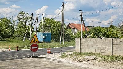 Programul Drumuri bune pentru Moldova. Șoseaua de acces spre satul Drăguşeni este în reparaţie