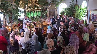 Hram de Duminica Mare la Nisporeni. Sute de enoriaşi au mers la biserică și s-au rugat pentru sănătate şi pace în ţară