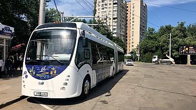 Autobuzul electric adus din Belorus, deja pe străzile Capitalei. Care este itinerarul acestuia