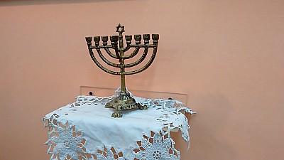 EXPOZIŢIE INEDITĂ în Capitală. La Muzeul Evreiesc au fost expuse obiectele valoroase care amintesc de evreii care au locuit în Basarabia în secolele XIX şi XX