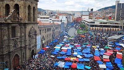 Imaginea zilei: În cadrul Festivalului Dumnezeului Atotputernic, organizat în capitala Boliviei, oamenii au mers prin oraș timp de 15 ore