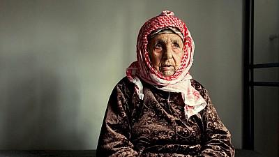 O femeie a fost nevoită să-şi părăsească ţara de baştină la vârsta de 111 ani. Istoria impresionantă a unei bătrâne din Siria