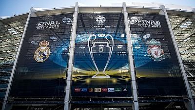 Sute de microbiști din Nisporeni au urmărit finala Ligii Campionilor dintre Real Madrid și FC Liverpool pe un ecran uriaş, instalat în centrul oraşului