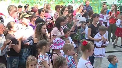 Sărbătoare mare la Lozova. Locuitorii au marcat hramul localităţii cu mici, vin şi dansuri