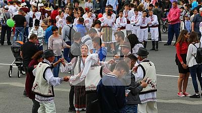 VESELIE într-o localitate din raionul Făleşti. De hramul satului Mărăndeni, primăria a organizat un concert şi competiţii sportive