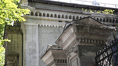 Zeci de clădiri istorice din Capitală riscă să devină nişte ruine şi să dispară. Din ce cauză monumentele de arhitectură au ajuns în această stare