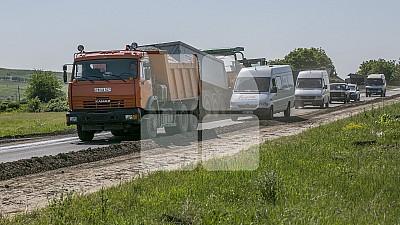 Drumuri bune pentru Moldova. Şoseaua care trece prin centrul satului Logănești, Hâncești va fi reparată şi dată în exploatare în cel mult două săptămâni