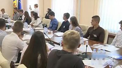 Evenimentul Cum să devii deputat? 25 de tineri au ocazia să vadă cum decurge o zi de muncă în Parlament