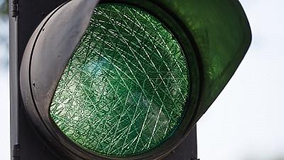 ADIO, AMBUTEIAJE. Pe o stradă din Capitală au fost instalate nouă semafoare inteligente