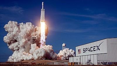 Compania miliardarului Elon Musk a lansat cu succes doi sateliţi pentru experimente ştiinţifice în spaţiu