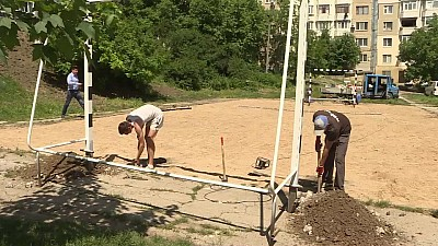 Fă ceva bun pentru Chişinău. În curtea unui bloc din sectorul Ciocana al Capitalei va fi amenajat un teren sportiv