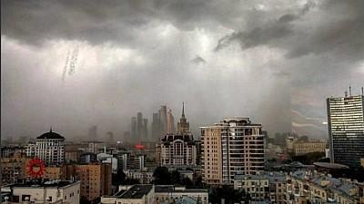 PRĂPĂD în mai multe localităţi din Rusia. Un uragan puternic a rănit 170 de oameni şi a provocat pagube imense
