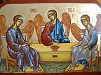 Creştinii ortodocşi de stil vechi marchează astăzi Sfânta Treime. Cu acest prilej, în bisericile din ţară sunt oficiate slujbe