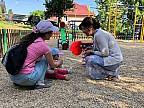 Fă ceva bun pentru Chişinău. Un antreprenor a amenajat un teren de joacă pentru copii într-o curte din sectorul Buiucani al Capitalei