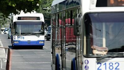 TRAFIC INFERNAL în Capitală. După ce transportul public și-a modificat itinerarele, cartierul Telecentru a rămas izolat de restul orașului