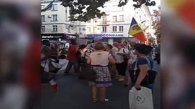 Cetăţeni de culoare, agresați în centrul Capitalei. Protestatarii lui Andrei Năstase i-au îmbrâncit și lovit cu picioarele