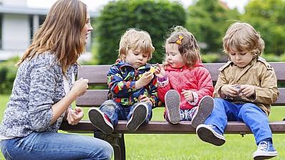 Soluții alternative pentru părinţi. În timpul vacanţei, copiii pot frecventa centrele educaţionale