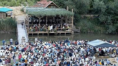 Spectacol de excepţie la Orheiul Vechi. 120 de cântăreți şi 70 de instrumentiști au urcat pe scenă pentru a juca celebra operă Nabucco