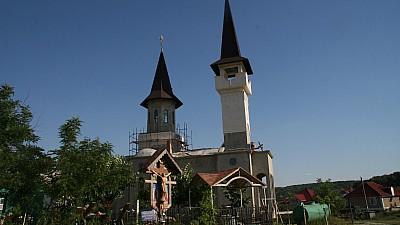 Lecții gratuite de limbă engleză la o biserică din satul Dumbrava. Zeci de copii și maturi frecventează cursul în lăcașul sfânt
