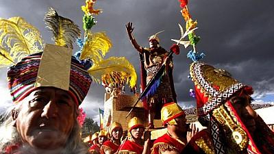 Imaginea zilei: Festivalul Soarelui, sărbătorit cu mare fast într-un oraș din Peru. Localnicii păstrează acest obicei de mai bine de un mileniu