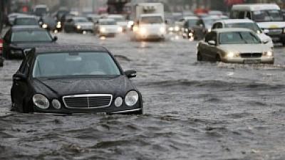 Apele au pus stăpânire pe statul american Pennsylvania. Mai multe clădiri şi zeci de maşini au fost inundate