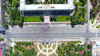 PROTEST DE AMPLOARE în centrul Capitalei. Peste 1.000 de persoane manifestează în faţa Primăriei