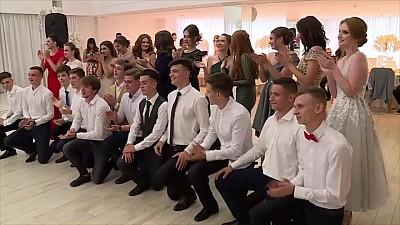 Petrecere ca-n basme! Cum au spus la revedere vieții de liceu adolescenţii de la Liceul Alexandru Ioan Cuza din Capitală