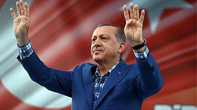 Recep Erdogan, reales preşedinte al Turciei. Mii de susţinători au ieşit în stradă pentru a marca victoria politicianului