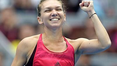 Campioana a revenit acasă. Tenismena Simona Halep şi-a adus trofeul la Bucureşti