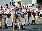 COMORI din Lada cu Zestre. Locuitorii unui sat din rionul Briceni au expus covoare şi costume naționale vechi de peste 100 de ani