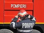 Un pompier din judeţul România a fost salvat de la moarte de doi colegi. Acesta fusese luat de viitură după ce malul râului pe care se afla s-a surpat