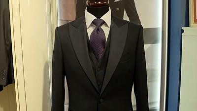 Cravata - între decor şi eleganţă. Ce mesaje transmite aceasta în funcție de culoare, forme și texturi