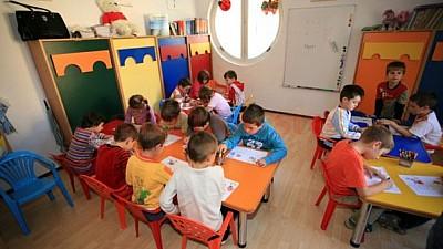 Modificări la Codul educaţiei: Copiii vor putea merge la grădiniţă de la doi ani