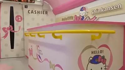 Hello, Kitty! Cum arată trenul de mare viteză desenat și decorat cu faimosul personaj japonez