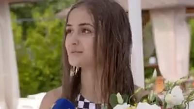 Surprize de ziua Iulianei Beregoi. Cine a felicitat-o pe tânăra vedetă și cum s-au distrat invitații la piscină
