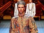 De la chelner, la model de talie internaţională. Cine este moldoveanul care defilează în hainele renumitului brand Dolce&Gabbana