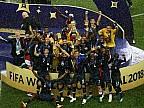 Suporterii, în extaz. Francezii au sărbătorit până dimineaţa victoria obţinută la Campionatul Mondial de Fotbal