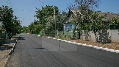 Programul Drumuri bune pentru Moldova: Drumul din satul Mereșeni va fi gata până la sfârşitul acestei săptămâni