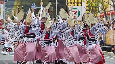 Imaginea zilei: Festival grandios organizat anual într-un oraș din Japonia. Timp de patru zile oamenii dansează pe muzică instrumentală