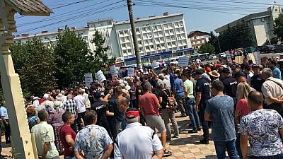Un nou protest eşuat al opoziţiei de dreapta. Membrii şi simpatizanţii PPDA, PAS şi PLDM, huiduiţi de localnicii din Ialoveni
